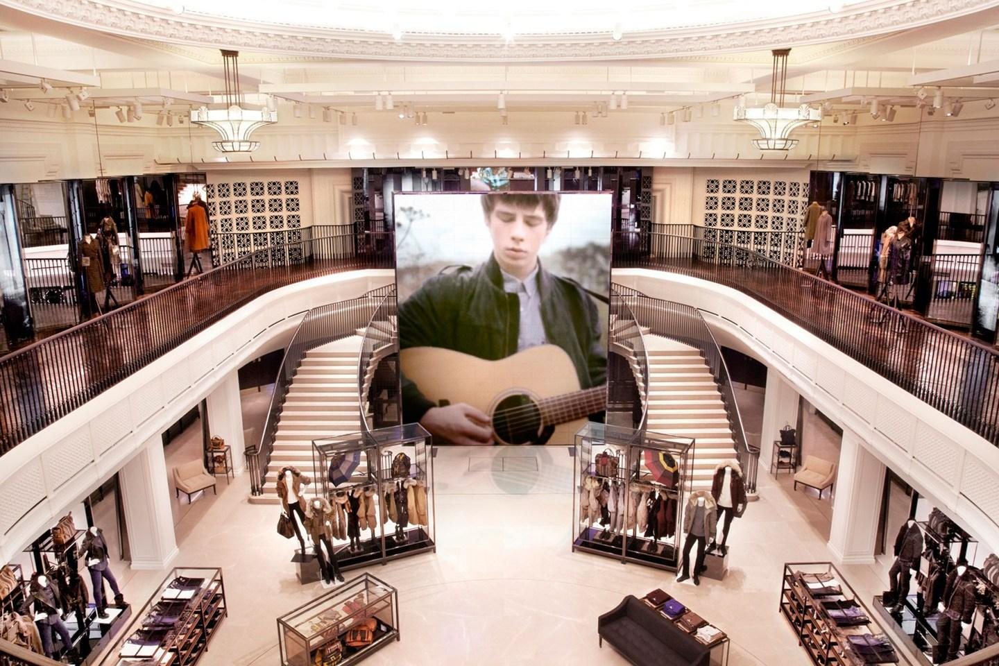 Scent marketing in flagship store Burberry Regent Street